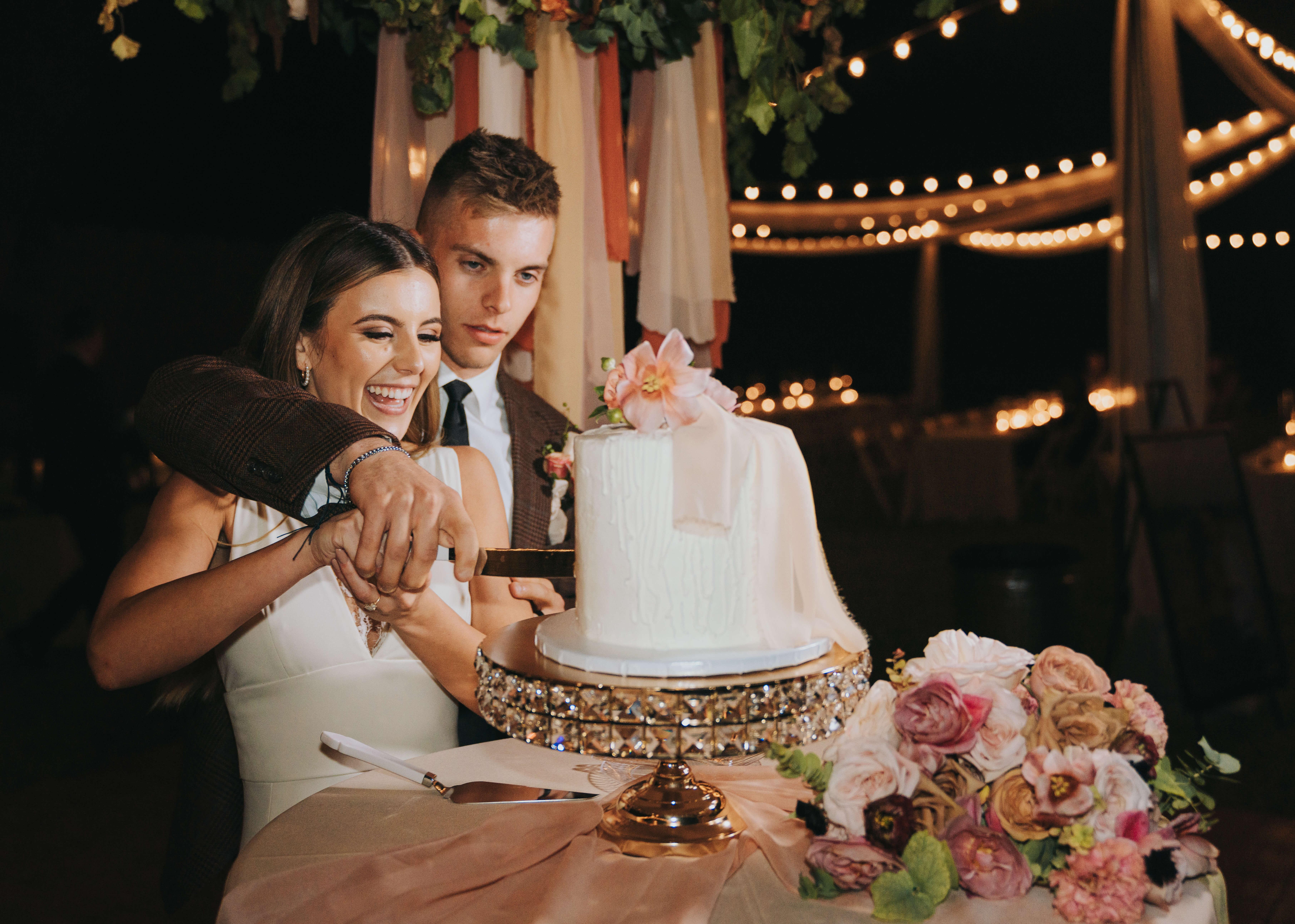 cutting cake wedding photo