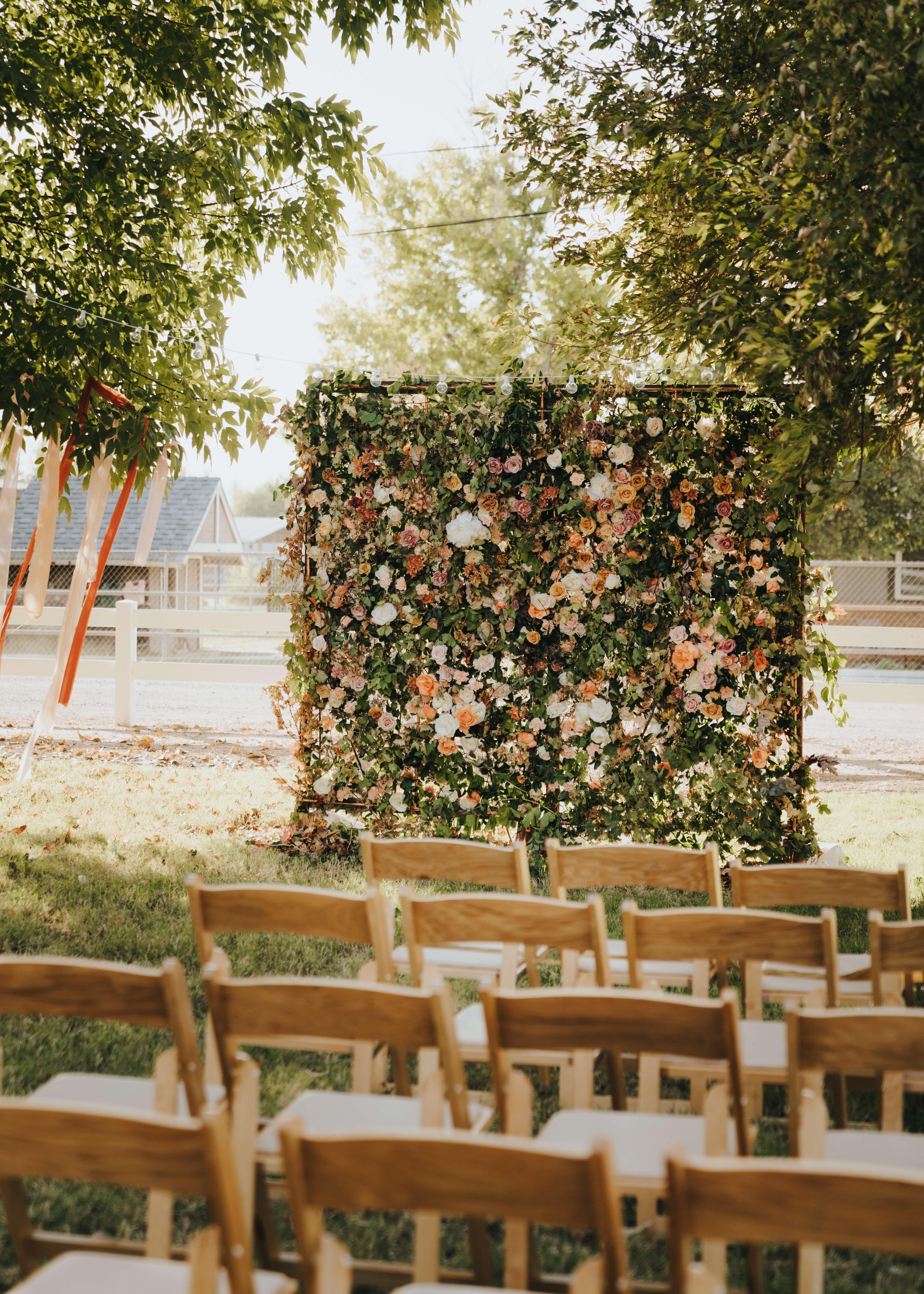 floral wedding wall photo idea